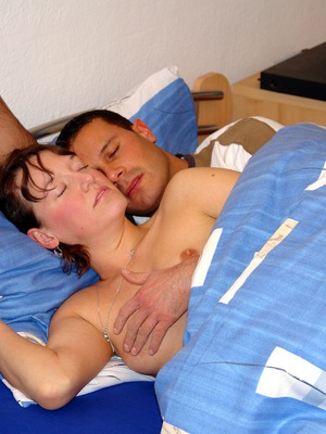 Hot moms plays with big cock sex videos.